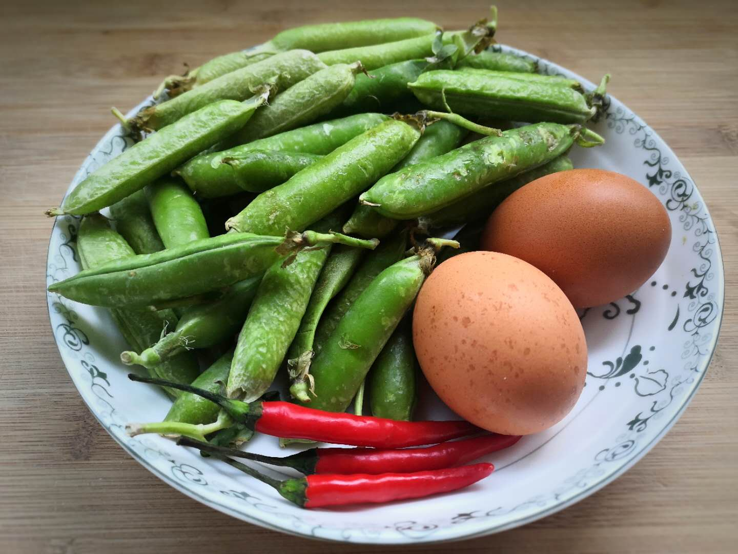 Fried green peas with eggs 01