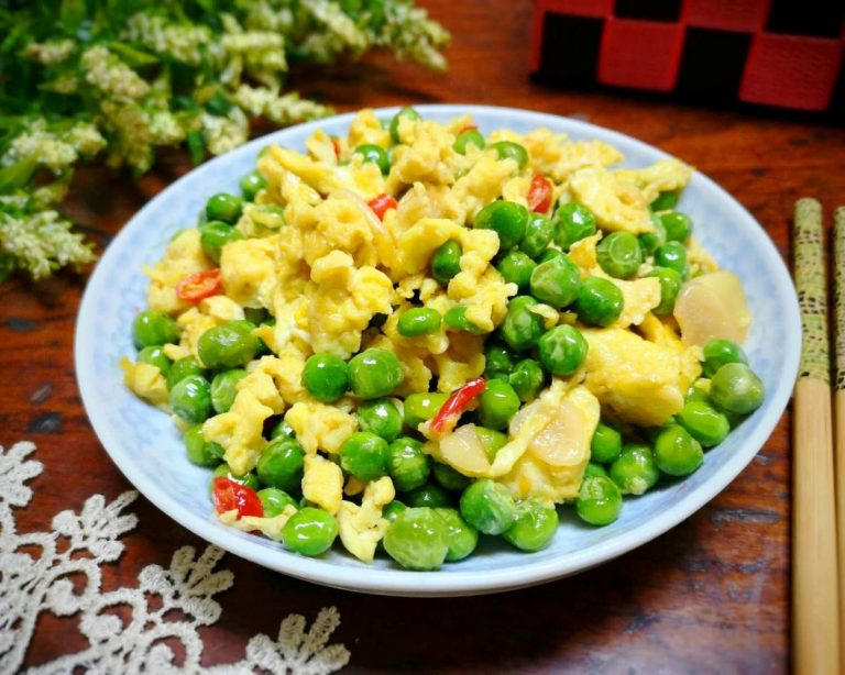 Fried Green Peas with Eggs