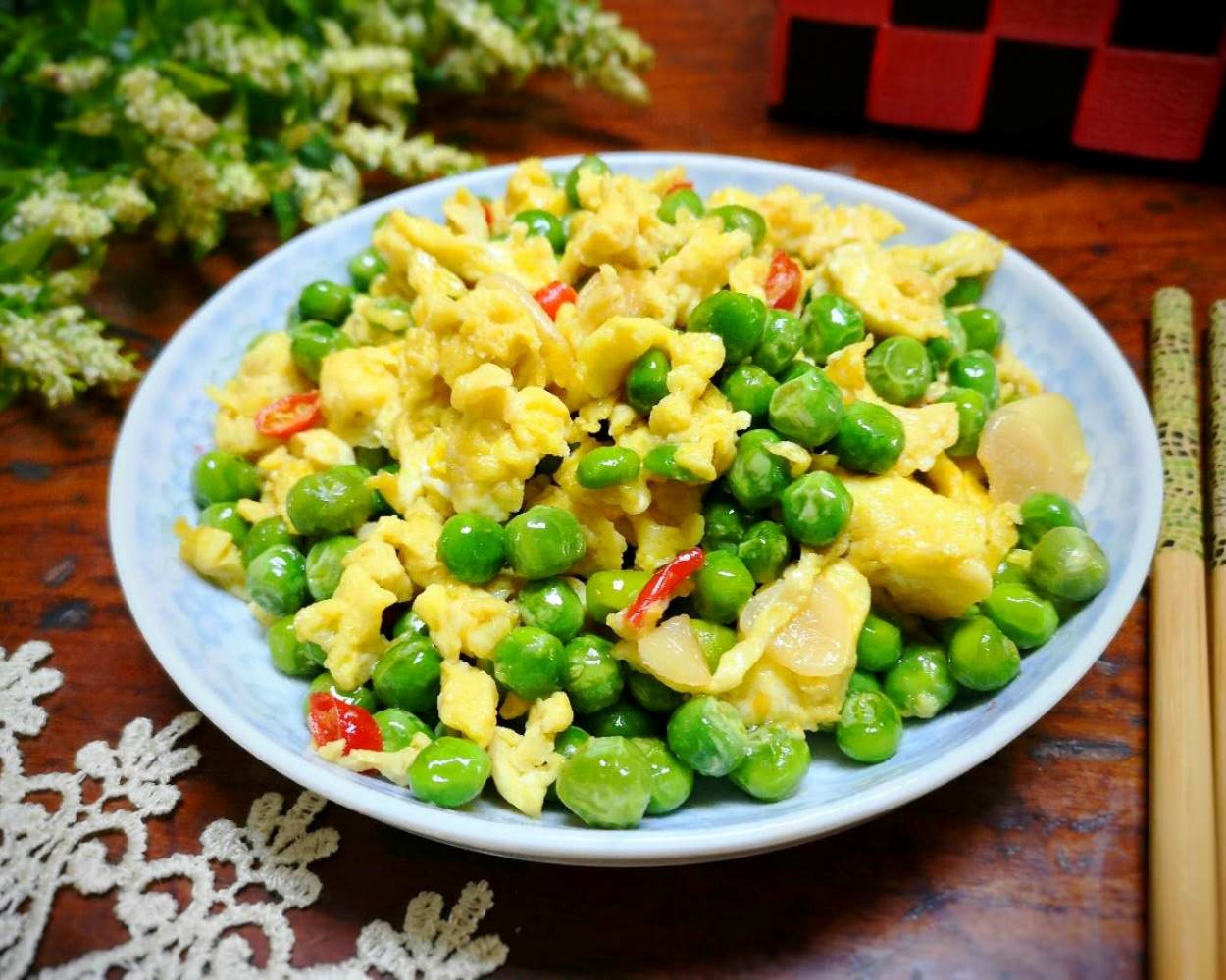 Fried green peas with eggs recipes
