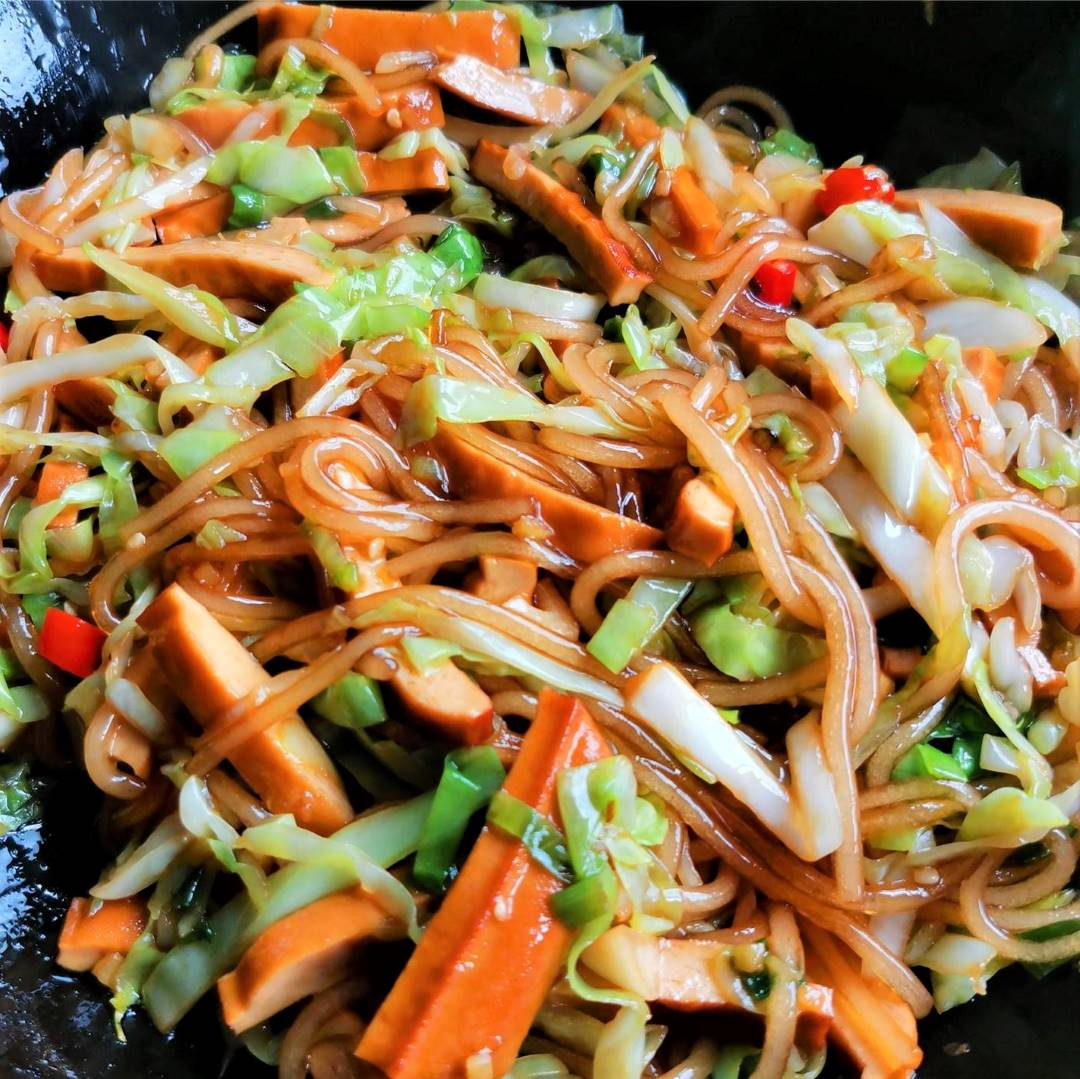 Cabbage and smoked bean curd stir-fry with sweet potato vermicelli 07