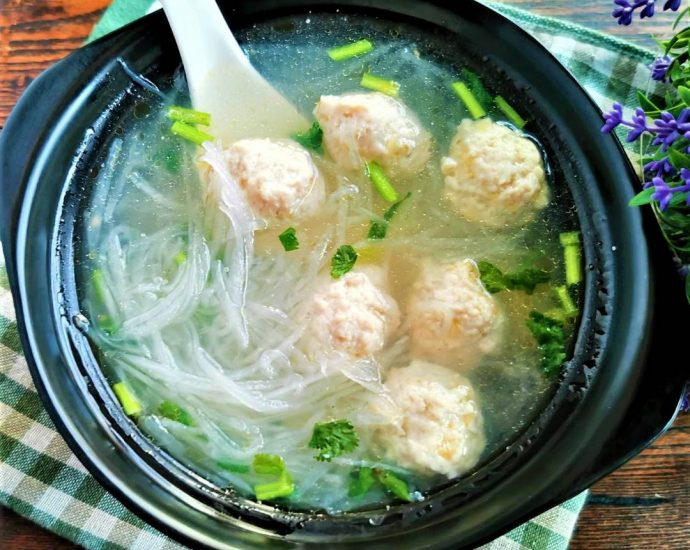 Chicken meatball and white radish soup recipe 09