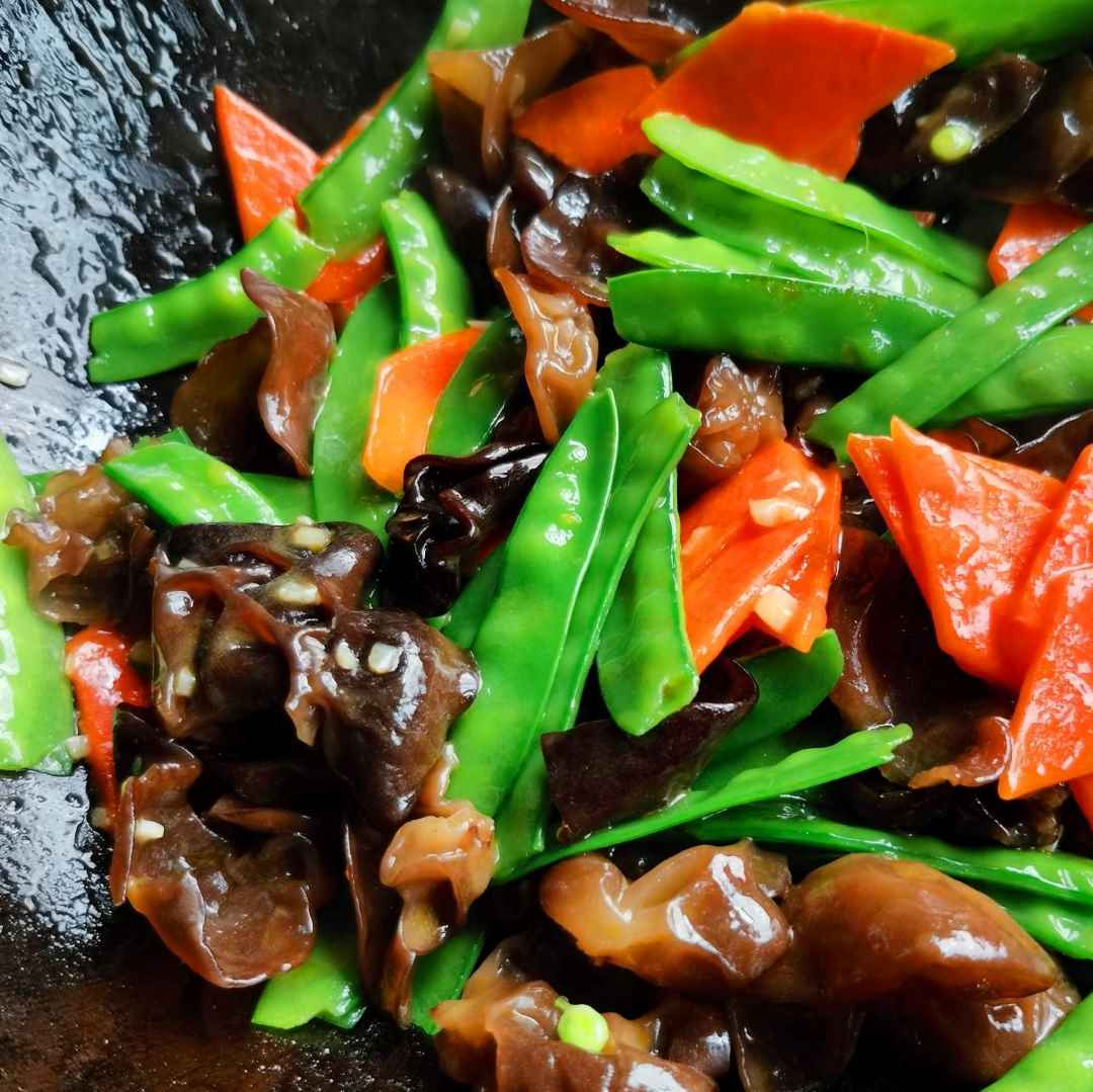 Fried Pea Pods With Black Fungus And Carrots Recipe 08