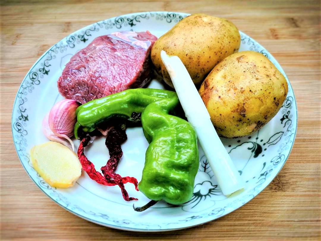 Ingredients Stir-Fried Beef With Potatoes And Green Peppers Recipe