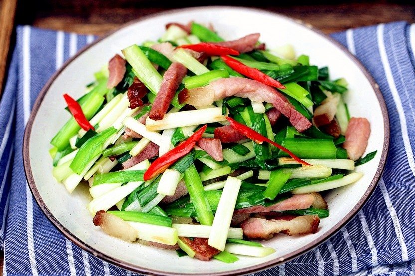 Stir-fried Chinese bacon and leek china food recipe 2021