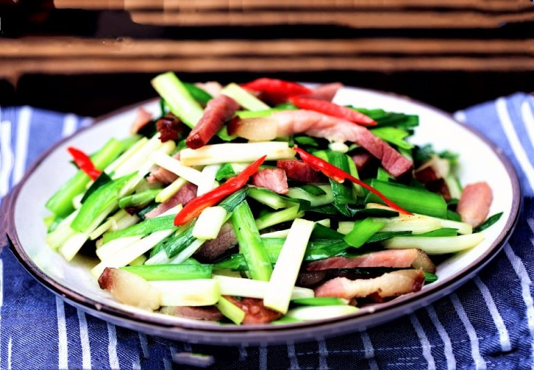 Stir-Fried Chinese Bacon and Leek Recipe