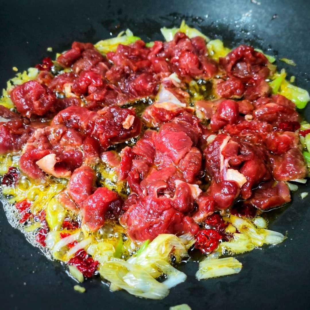 Stir-fried beef with Potatoes and green peppers recipe 05