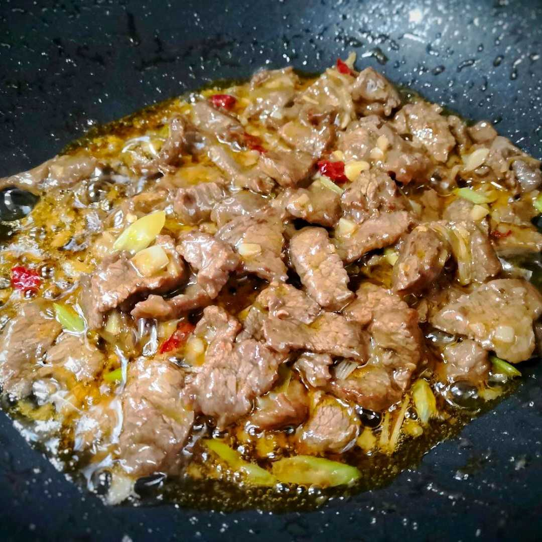 Stir-fried beef with Potatoes and green peppers recipe 06