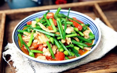 Stir-fried garlic moss with tomato and pork china recipe