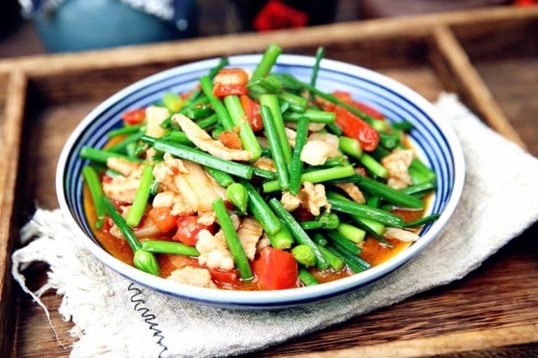 Stir-Fried Garlic Moss with Tomato and Pork Recipe