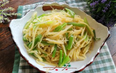 Stir-fried shredded potatoes with celery recipe
