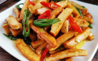 Stir-fried smoked bean curd with hot pepper
