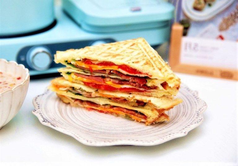 Healthy Bacon Toast Sandwich Breakfast
