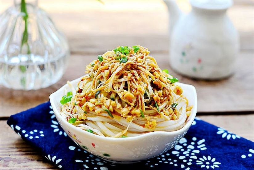 Cold noodles with Chicken Shreds Chinese cold noodle salad recipes