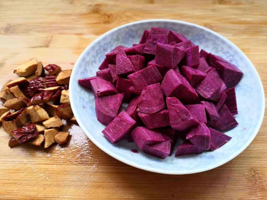 slice red dates