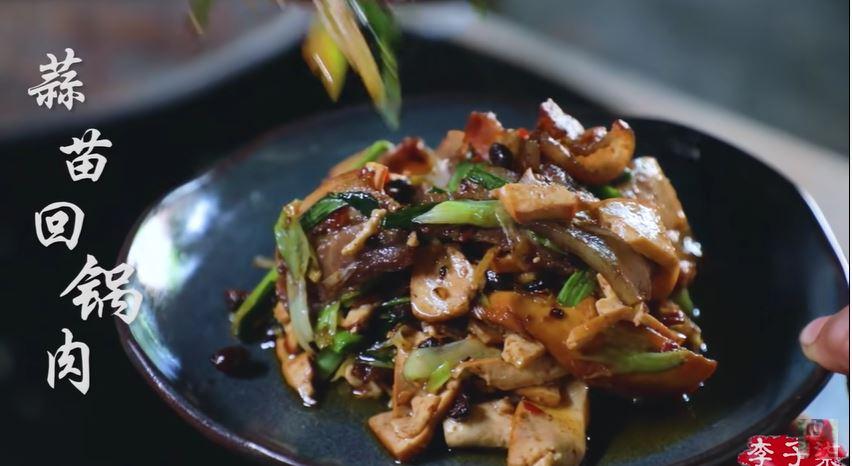 蒜苗回锅肉 sir fried tofu and pork with garlic scapes