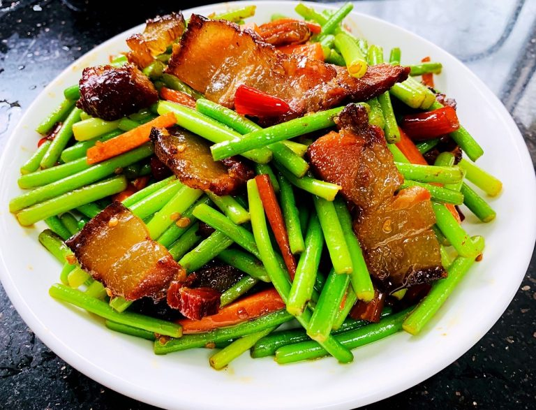 Fried Bacon With Garlic Sprouts | Liziqi Recipes