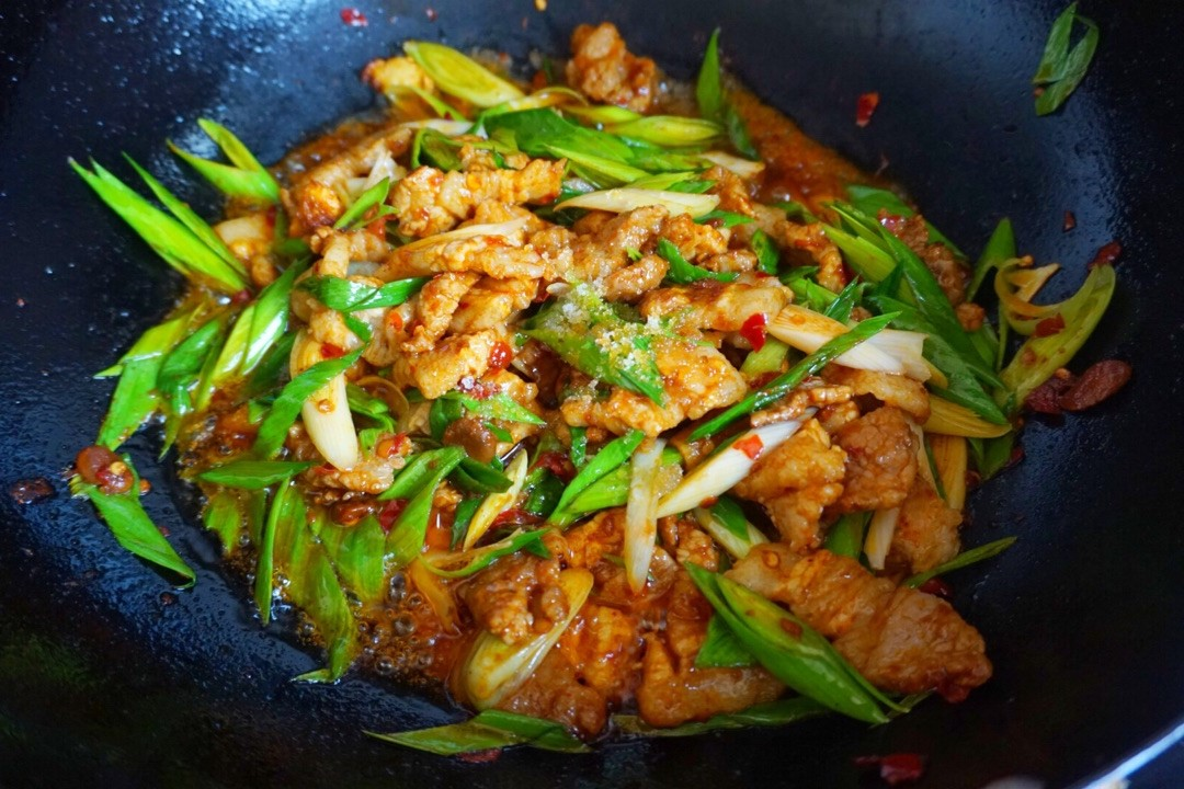 sir fried pork with garlic scapes inspired by liziqi recipes 07