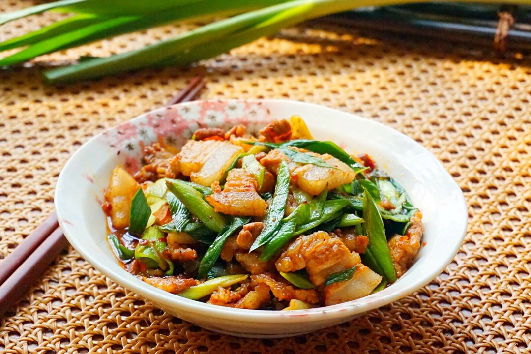 sir fried pork with garlic scapes inspired by liziqi recipes 08